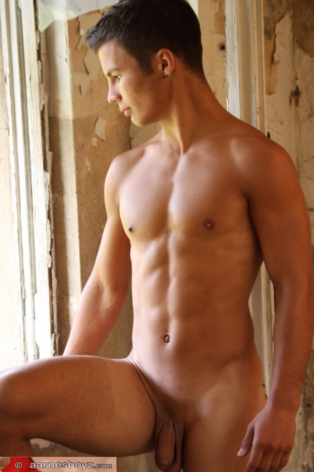muscle naked boy 4